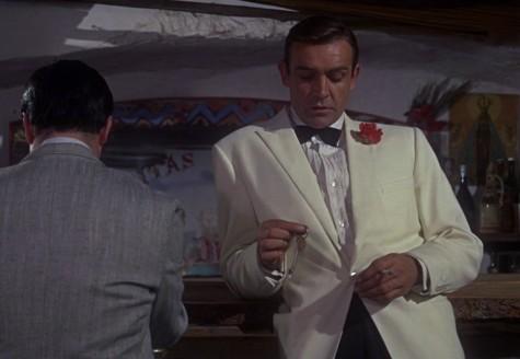Dinner Jacket màu kem- sự phá cách của tuxedo truyền thống