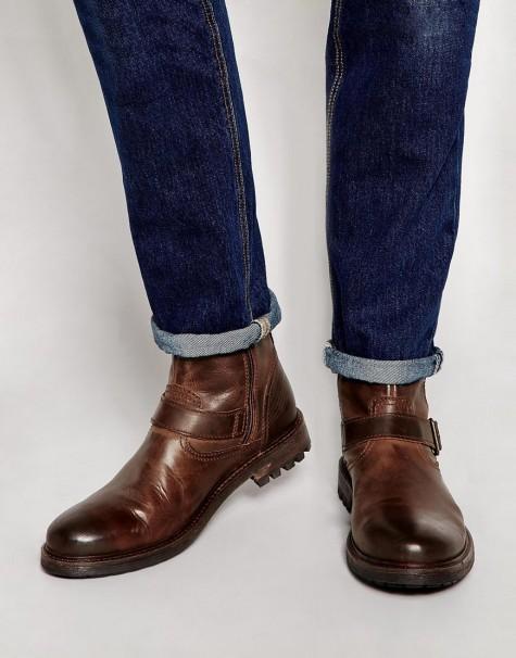 Nếu không bạn có thể lựa chọn một đôi boots da mạnh mẽ