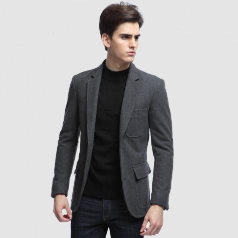 Kết hợp với jean và áo len chẳng hạn
