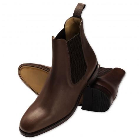 Nếu diện blazer, áo khoác dáng dài với quần jean hoặc kaki thì Chelsea boots là lựa chọn hay ho cho mùa thu
