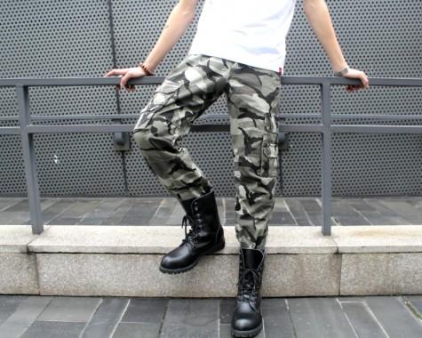 Kaki ống túm họa tiết quân đội phối cùng giày boot