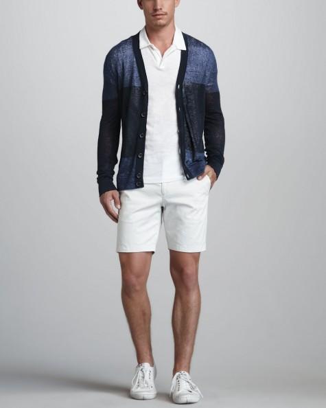 Dạo phố đầu thu với cardigan và áo polo trắng đậm chất thể thao