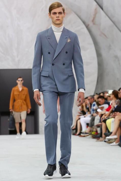 Suit, áo len cao cổ và một đôi leather sneaker là một cách kết hợp khác rất phù hợp cho mùa đông sắp tới