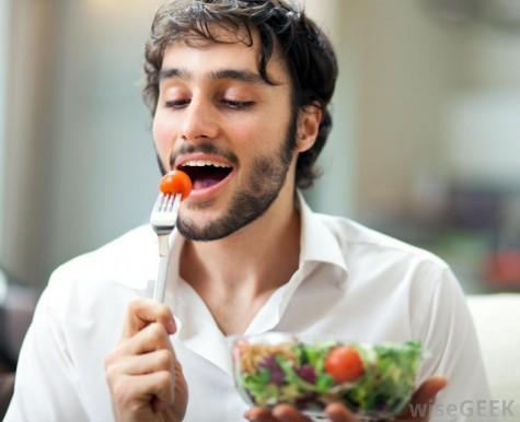 Và liệu bạn cùng bàn có dám gọi một đĩa ăn thịnh soạn trong khi bạn chỉ ăn một đĩa salad?