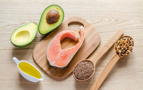 Dầu ô liu, dầu đậu phộng, dầu hạt cải và bơ là nguồn cung cấp chất béo không bão hòa đơn rất tốt