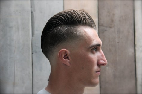 Tuy nhiên, do tóc nam mọc rất nhanh nên bạn sẽ phải ra tiệm thường xuyên đối với kiểu tóc cạo này