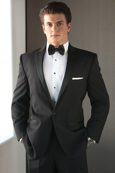 Phổ biến nhất là suit và tuxedo đen