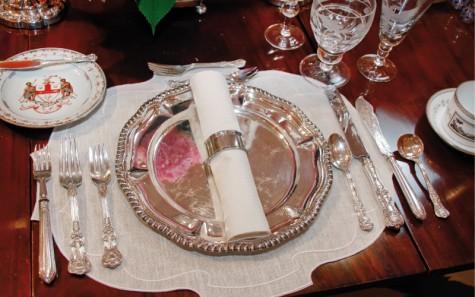 Quy tắc ứng xử khi dùng bữa của một quý ông - bộ nĩa tại nhà hàng sang trọng - elleman