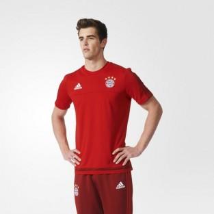 Bộ trang phục màu đỏ bắt mắt của đội Bayern