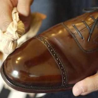 Cách bảo quản giày da nam trong mùa mưa