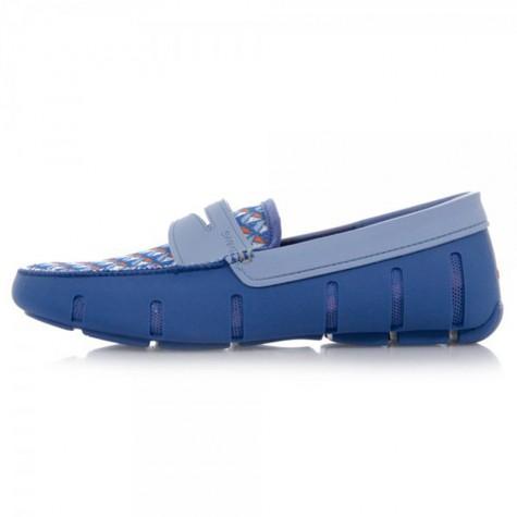 Sản phẩm giày slip-on chuyên dụng làm bằng cao su cho mùa mưa.
