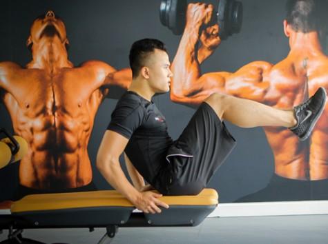 các bài tập cơ bụng hiệu quả - nâng chân trên ghế - elleman