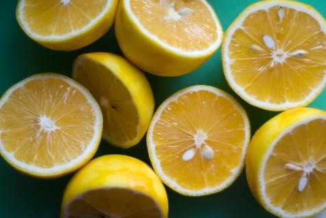 Việc uống 1 cốc nước chanh không đường mỗi ngày sẽ làm sáng da, loại bỏ độc tố
