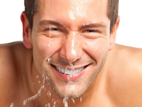 Thường xuyên rửa mặt sẽ giúp da sạch