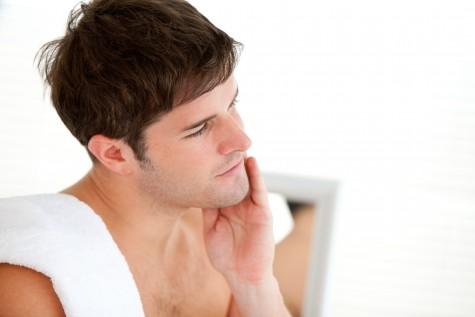 Dùng tay để xác định hướng mọc của râu