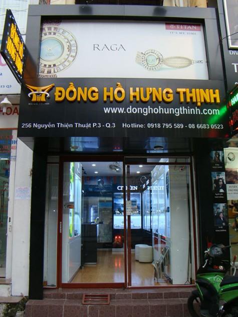 Cửa tiệm đồng hồ Hưng Thịnh.