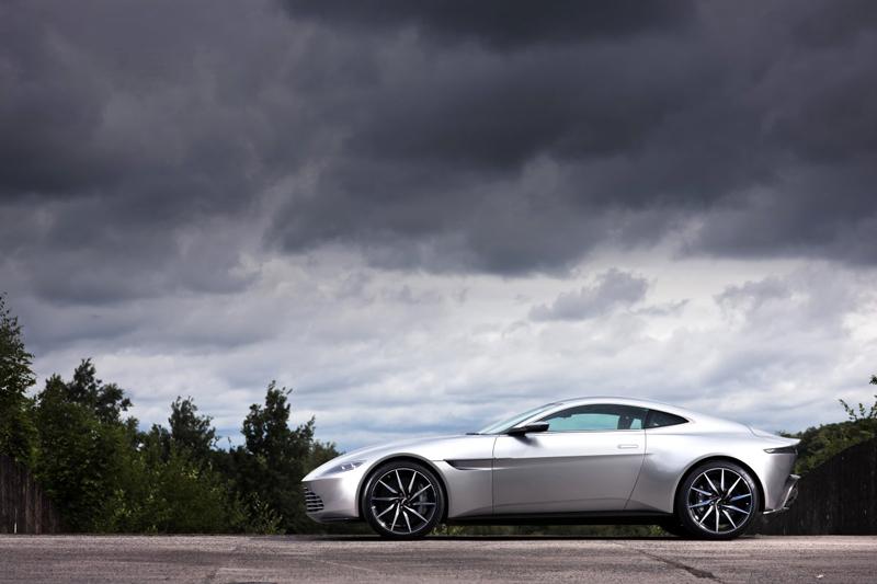 Kỷ niệm chặng đường 50 năm cùng series phim Điệp Viên 007, hãng Aston Martin đã quyết định tạo ra chiếc xe DB10 hoàn toàn mới thay vì sử dụng xe có sẵn cho James Bond.