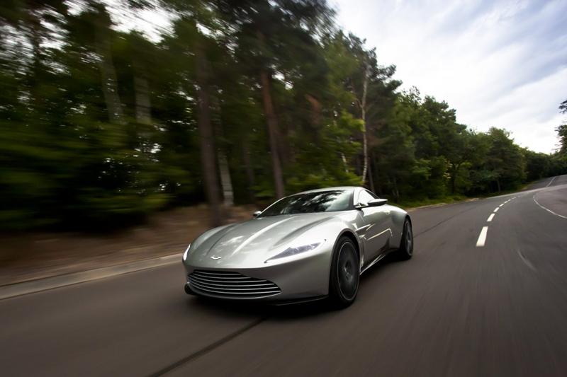 """""""Spectre"""" là phần phim thứ 24 về điệp viện James Bond và là phần thứ 4 trong tổng số 5 phần phim mà Daniel Craig sẽ thủ vai về 007. Nam diễn viên mô tả """"Spectre"""" như phiên bản hài hước, kịch tính và nhiều hành động hơn của """"Skyfall""""."""