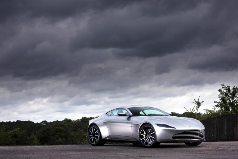 DB10 giống V8 Vantage ở động cơ V8, dung tích 4,7 lít, sản sinh công suất tối đa 480 mã lực. Nhờ đó, Aston Martin DB10 có thể tăng tốc từ 0 lên 96 km/h trong 4,7 giây.