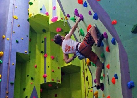 7 bước giúp bạn chinh phục môn leo núi trong nhà