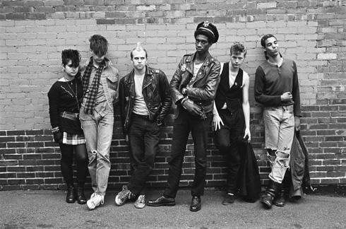 Sự dễ dãi và tùy tiện quá mức khiến grunge trở thành một trong những xu hướng tệ nhất