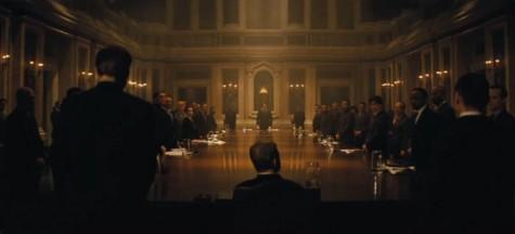 Tại Rome, James chứng kiến cuộc họp kín của tổ chức bóng đêm Spectre.