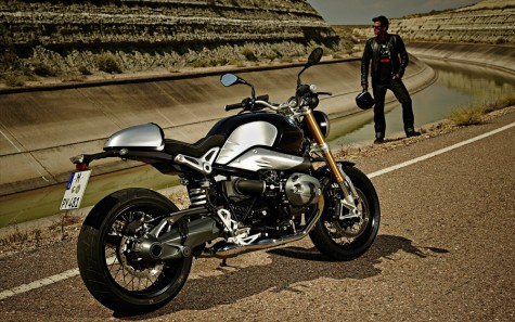 BMW R nine T là một trong số những sản phẩm phân khối lớn sẽ làm người nhìn ngất ngây bởi sự hài hòa trong cổ điển và hiện đại.