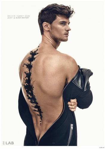 Garrett Neff là người mẫu nổi tiếng đến từ Mỹ