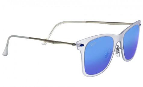 Mắt kính Mirrored Wayfarer của thương hiệu Rayban.