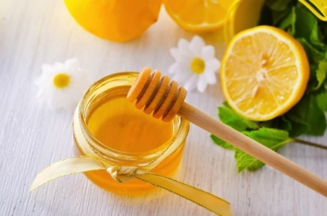 Nước cốt chanh kết hợp cùng mật ong giúp trị mụn hiệu quả