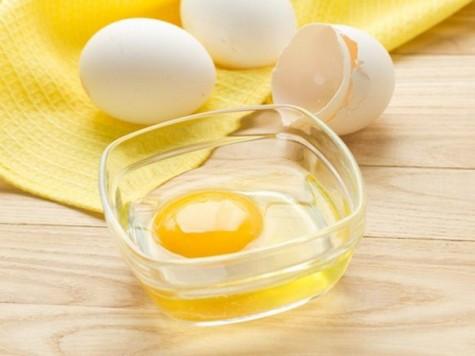 Lòng trắng trứng là công thức trị mụn đầu đen hiệu quả