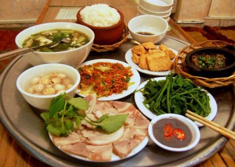 Khác biệt văn hóa phương Tây và Việt Nam - mâm cơm Việt Nam - elleman