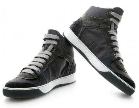 High-top Sneaker rất được giới trẻ ưa chuộng.