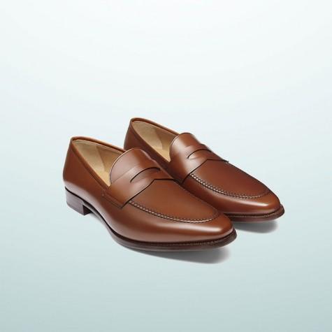 Bởi sự an toàn của đôi giầy nên nó phù hợp với mọi trang phục công sở