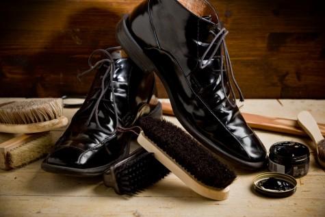 Đánh bóng sẽ giúp bảo quản và làm mới giầy, góp phần tự tin trong phong cách thời trang mà bạn yêu thích