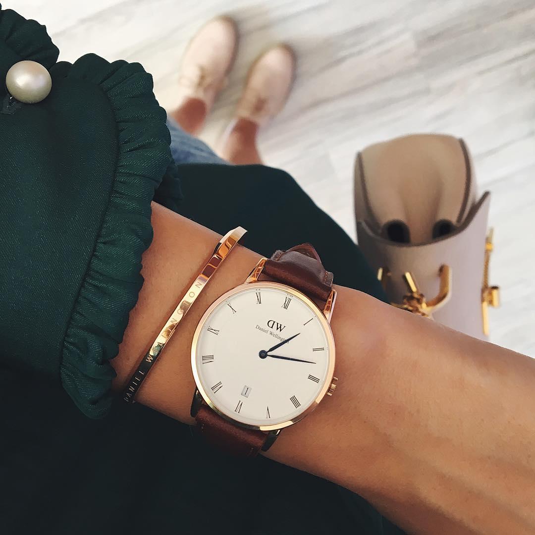 Đồng hồ nói lên tình cảm dành cho bạn gái bền vững theo thời gian.
