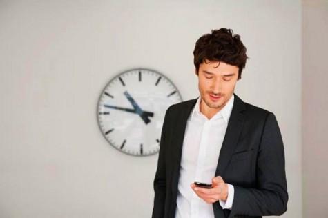 thay quan điểm mừng năm mới - sử dụng điện thoại - elleman