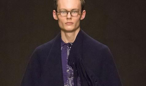 Khăn choàng ắc hẳn như chiếc mền ấm áp, nhưng nếu xét về phương diên thời trang thì lại không được đánh giá cao