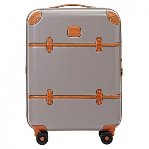 Thiết kế gọn nhẹ làm chiếc vali này là bạn đồng hành đắc lực trong mọi chuyến đi