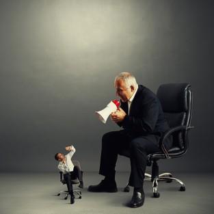 """""""Luật cấm"""" cho người quản lý doanh nghiệp"""