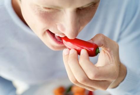 Ớt là thực phẩm mà nhân gian gọi là thần dược, được ưa chuộng ở miền bắc với miền nam bởi khả năng kích thích vị giác, nhưng bạn có biết những trái ớt ấy cũng có ích đối với của quý đàn ông không?