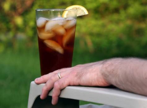 Li nước cao sẽ mang lại ảo ảnh là bạn uống nhiều hơn bình thường, hạn chế lượng calo nạp vào trong người.
