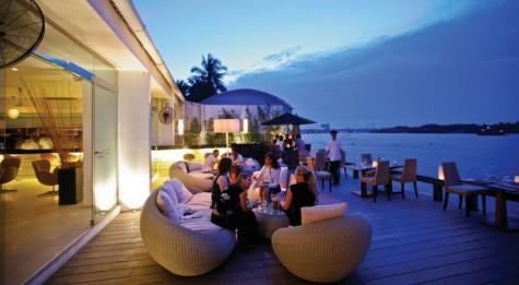 The Deck Saigon xưa này là chốn địa điểm hèn hò cho các đôi tình nhân. Nếu bạn có một người cô bạn gái! sao lại không dắt đến nhà hàng lãng mạng này ?