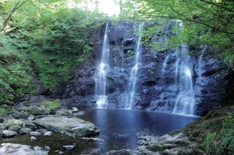 Thác móng ngựa trong cánh rừng Glenariff một trong những thác nước đẹp nhất ở Bắc Ireland