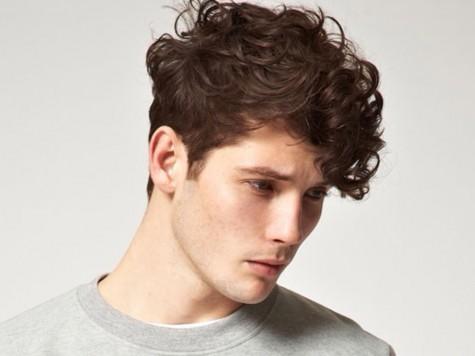Ai nói tóc xoăn làm bạn kém đẹp trai? với cách chăm sóc tóc xoăn đúng cách với kiểu mẫu tóc phù hợp bạn có thể bảnh bao không thua kém cái tài tử trên thế giới.