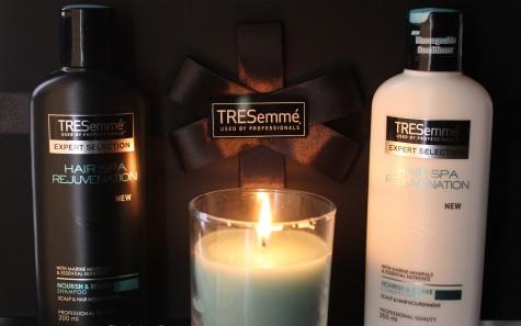 Cách chăm sóc tóc xoăn bằng dầu xã Tresemmé luôn được ưa chuộng bởi phải mạnh lẫn phái yếu.