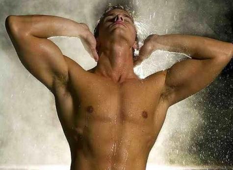 Lạm dụng tắm nước nóng gây yếu sinh lý ở phái mạnh