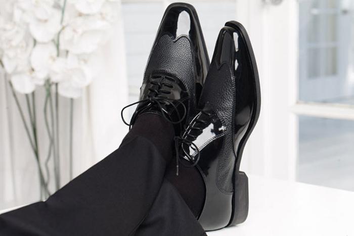 cách phối đồ cùng tuxedo - black shoes - elleman
