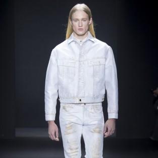 Các xu hướng áo & quần jeans nam hot 2016 - White CK dirty white jeans - elleman