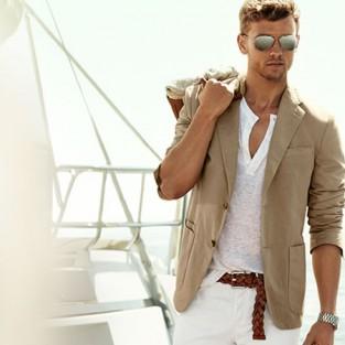 5 cách phối đồ với quần jeans nam trắng